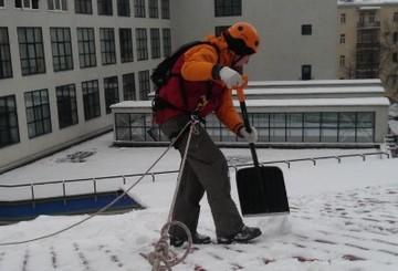 Чистка крыш от снега в тюмени